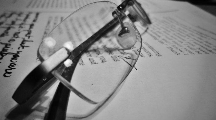 Les avantages et les inconvénients de porter des lunettes de lecture
